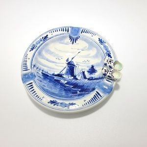 Holland Delft Blue windmill clog ashtray plate